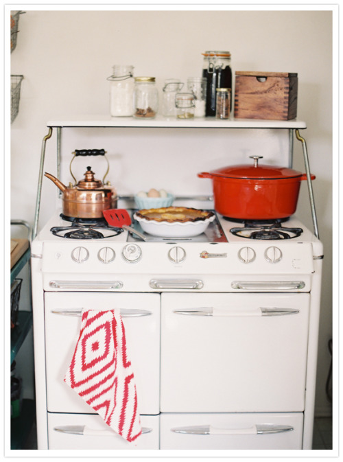 oh my cozy! i don't think i could figure out how to use that oven, but still. someday i will have such a beautiful set of dishware.